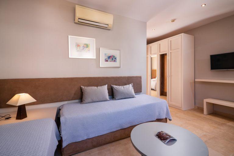 Deluxe-suite-room3