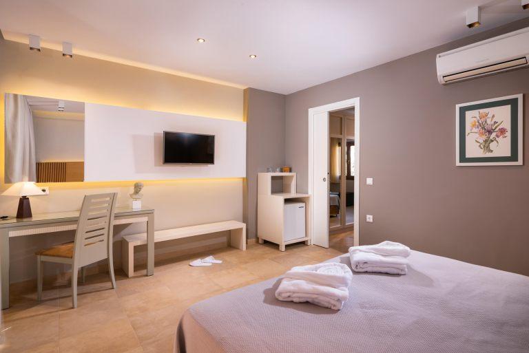 Deluxe-suite-room8
